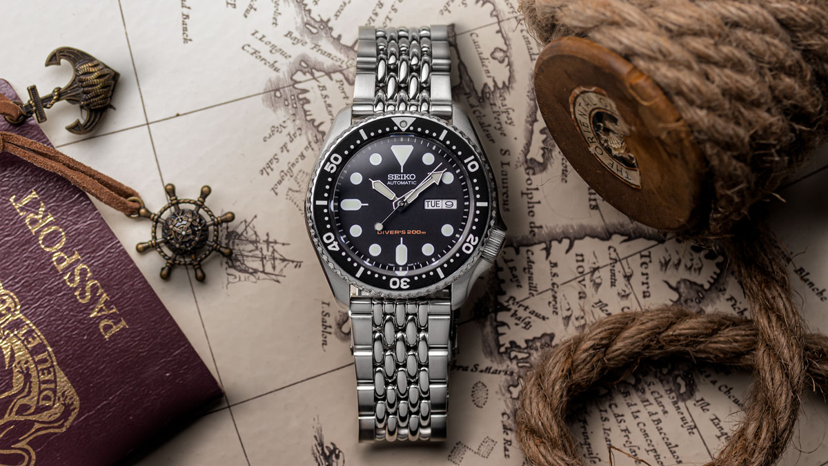 Seiko SKX 007 fitted to the Beads of Rice metal watch strap from WatchGecko