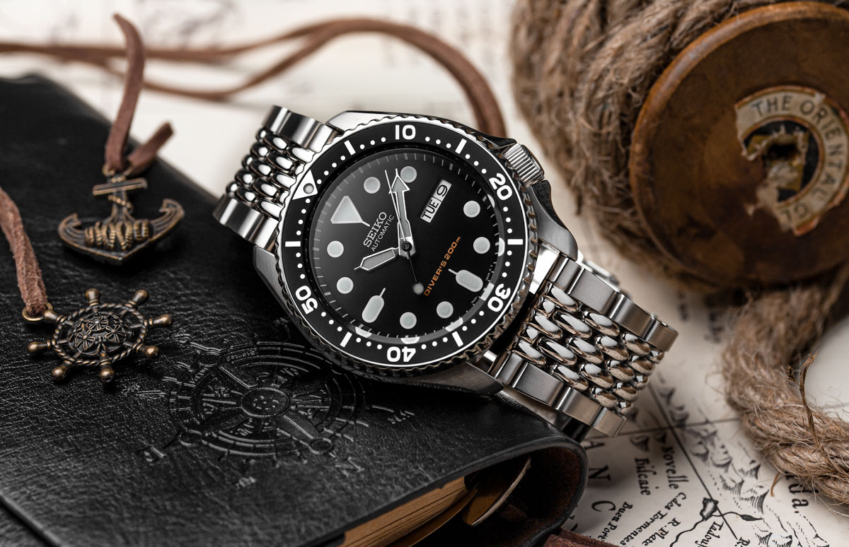 Seiko SKX 007 watch fitted to WatchGecko Beads of Rice metal watch strap