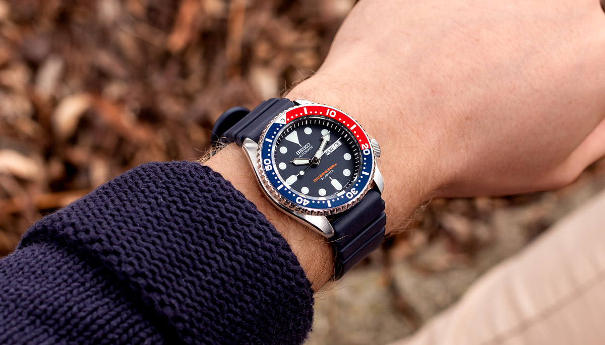 The Seiko SKX on a blue rubber diving watch strap from ZULUDIVER