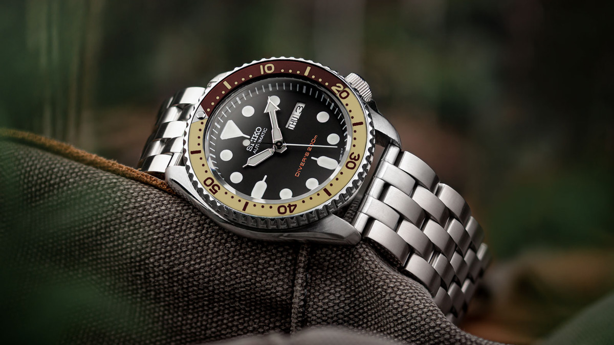 Modded Seiko SKX with 'Root Beer' bezel insert fitted to WatchGecko Collingham metal watch strap